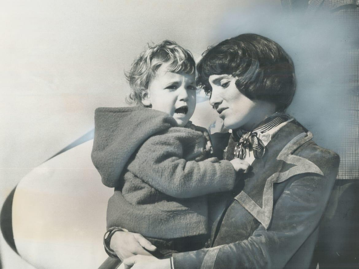 """<div class=""""inline-image__caption""""> <p>Margaret Trudeau holds her son Justin before she leaves on trip to France.</p> </div> <div class=""""inline-image__credit""""> Boris Spremo </div>"""