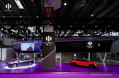 Known as the world's first touch-free, door handle-less production vehicle, the HiPhi X also includes numerous impressive global-first features, such as Level 4 Autonomous Valet Parking (AVP), a 5G-V2X communication network, the largest number of voice control functions on any production vehicle, and facial recognition entry. (PRNewsfoto/Human Horizons)