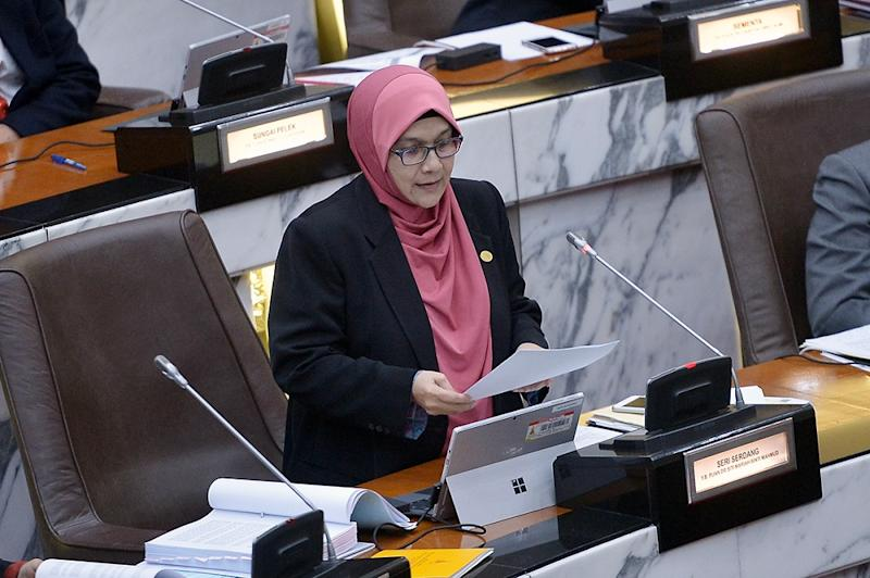 Dr Siti Mariah Binti Mahmud speaks during the Selangor State Assembly session in Shah Alam September 4, 2018. — Picture by Mukhriz Hazim
