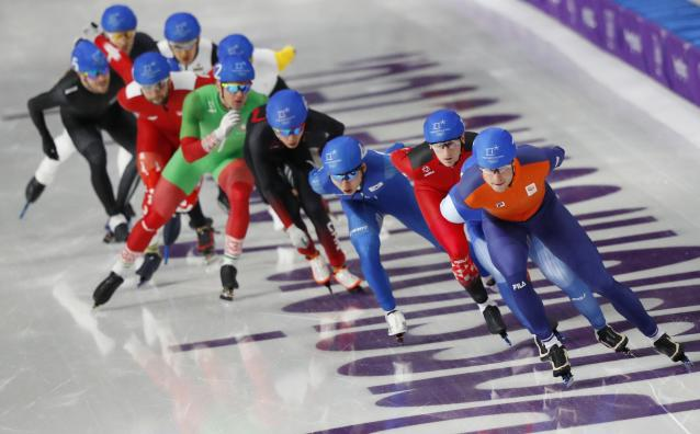 Speed Skating - Pyeongchang 2018 Winter Olympics - Men's Mass Start semifinal - Gangneung Oval - Gangneung, South Korea - February 24, 2018 - Athletes compete during the second semi final. REUTERS/Phil Noble