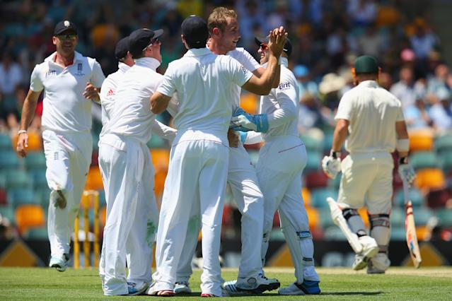BRISBANE, AUSTRALIA - NOVEMBER 21: Stuart Broad of England celebrates with his team after taking the wicket of David Warner of Australia during day one of the First Ashes Test match between Australia and England at The Gabba on November 21, 2013 in Brisbane, Australia. (Photo by Mark Kolbe/Getty Images)