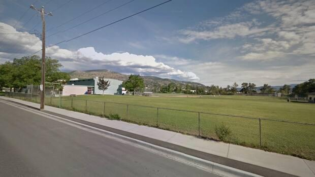 Carmi Elementary School, seen in this Google Streetview image, was the site of one of the explosion incidents Penticton RCMP have been investigating.  (Google Streetview - image credit)