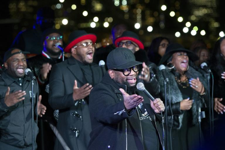 Hezekiah Walker and The Love Fellowship Choir perform as the city commemorates those who have died of Covid over the past year, on March 14, 2021