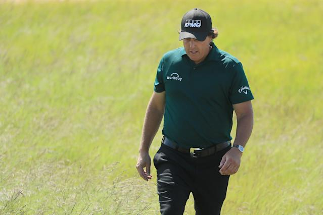 "Phil Mickelson says he's ""embarrassed and disappointed,"" apologizes for moving ball incident at U.S. Open. (AP)"