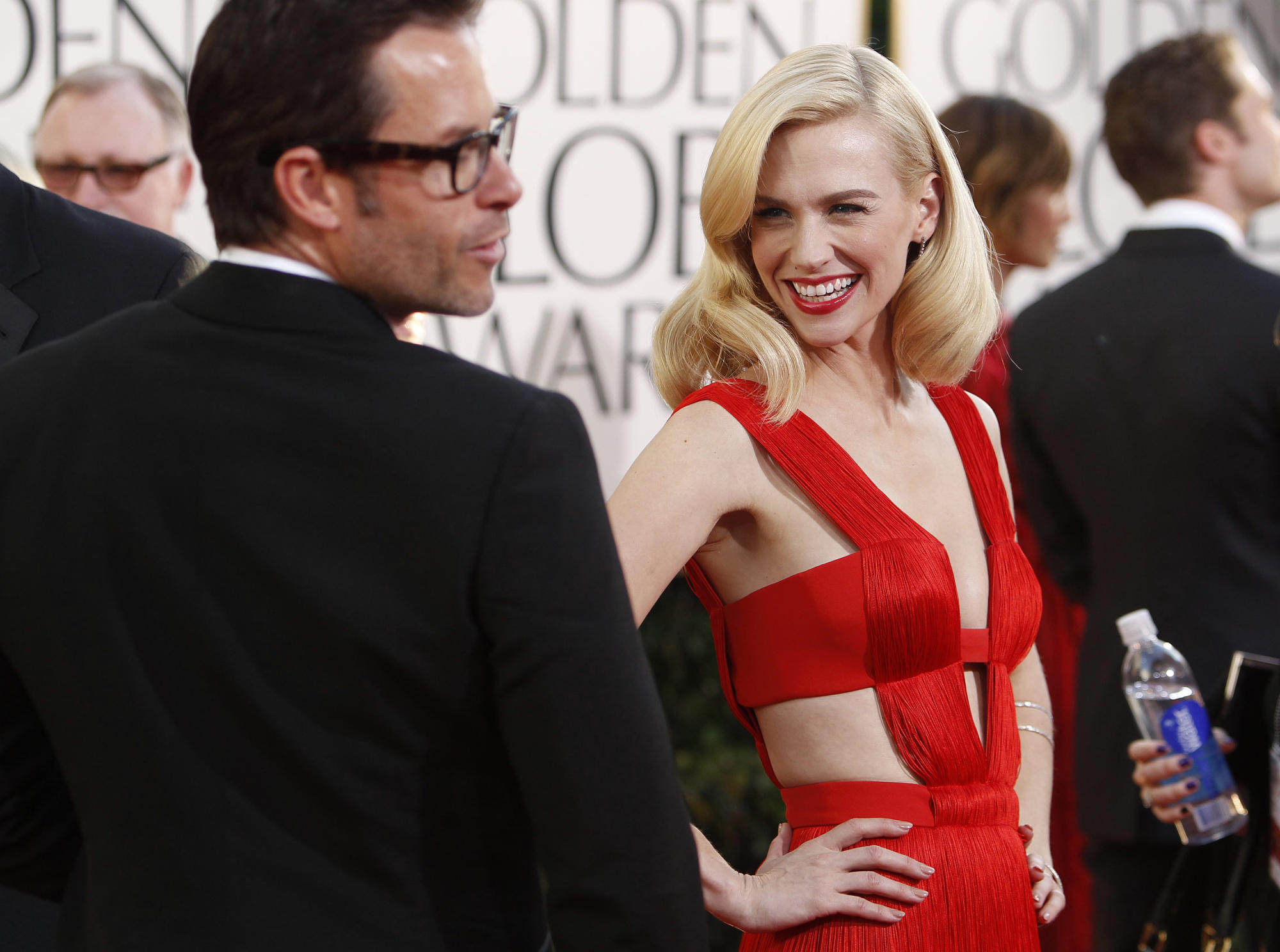 January Jones recycles plunging Versace gown from 2011 Golden Globes - Yahoo Entertainment