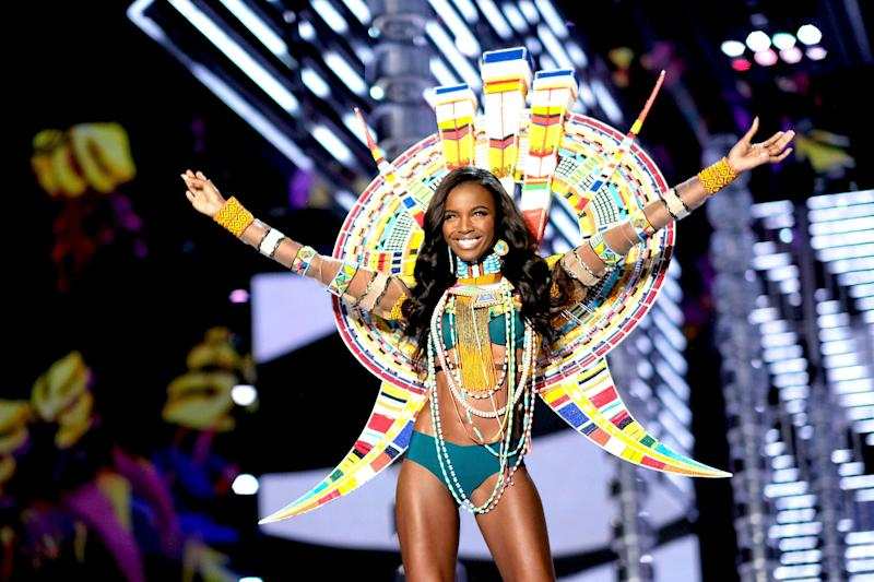 SHANGHAI, CHINA - NOVEMBER 20: Leomie Anderson walks the runway during the 2017 Victoria's Secret Fashion Show In Shanghai at Mercedes-Benz Arena on November 20, 2017 in Shanghai, China. (Photo by Matt Winkelmeyer/Getty Images for Victoria's Secret)