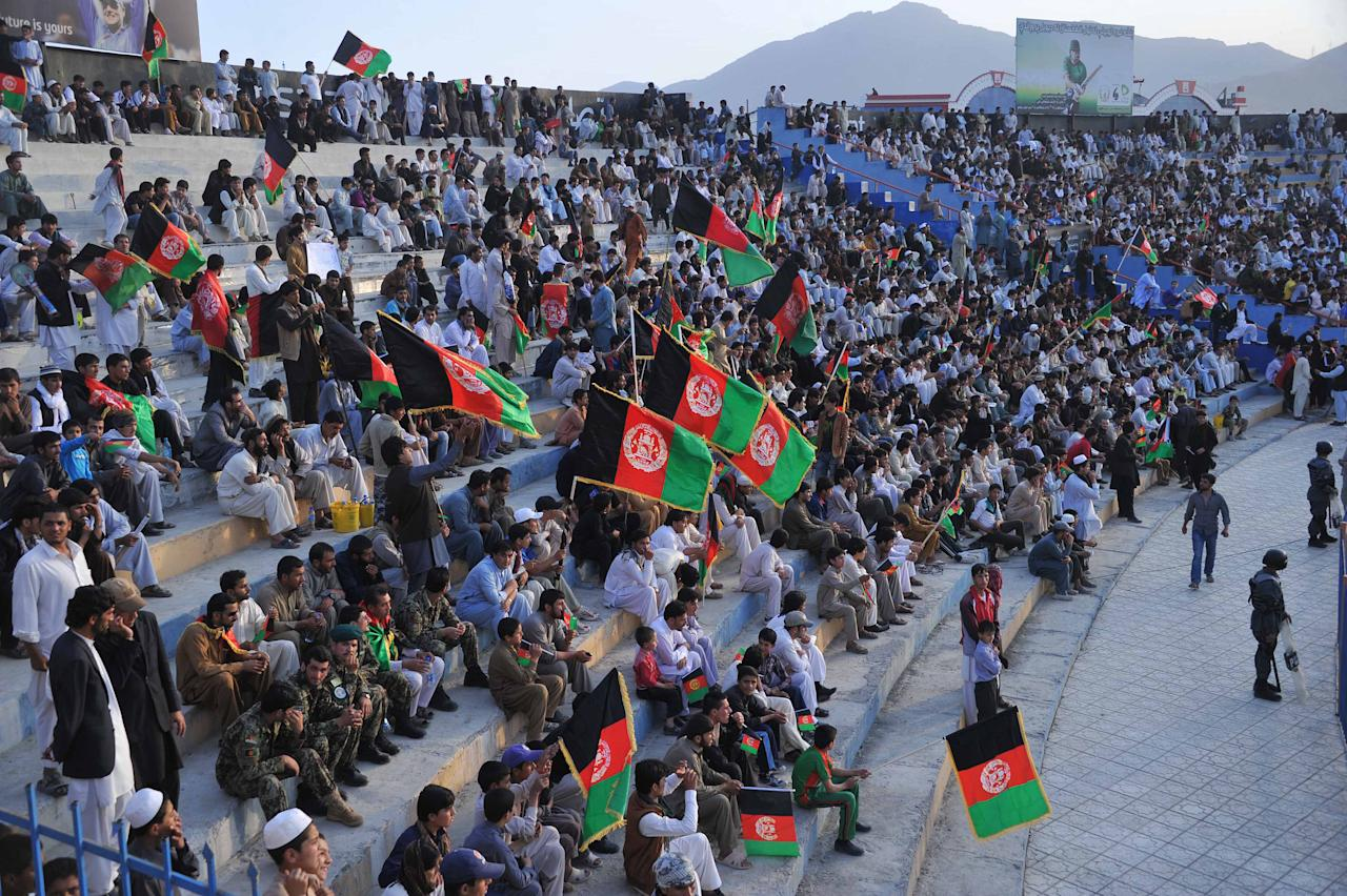 Afghan cricket fans wait for the arrival of the national team in Kabul on October 12, 2013. Afghanistan's cricket team received a heroes' welcome as cheering crowds lined the streets and packed a stadium in Kabul to greet the players after they qualified for the 2015 World Cup. AFP PHOTO/ Noorullah SHIRZADA        (Photo credit should read Noorullah Shirzada/AFP/Getty Images)