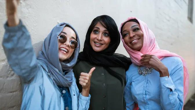 ilustrasi perempuan berhijab/Photo by RODNAE Productions from Pexels