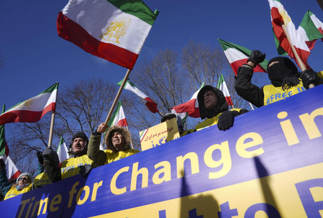 <p>The Organization of the Iranian American Communities holds a demonstration in Lafayette Park across for the White House in Washington, Saturday, Jan. 6, 2018, in solidarity with those demonstrating in Iran. (Photo: Pablo Martinez Monsivais/AP) </p>