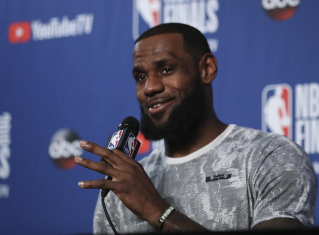 "<a class=""link rapid-noclick-resp"" href=""/nba/players/3704/"" data-ylk=""slk:LeBron James"">LeBron James</a> gave fans a first glimpse of what he looks like wearing purple and gold on Wednesday. (AP)"