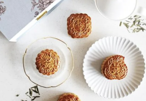 Traditionally Baked and Snowskin Mooncakes from Hotel Fairmont Singapore. PHOTO: Klook