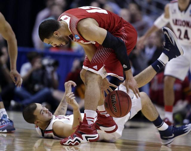 Wisconsin guard Traevon Jackson, top, and Arizona guard Gabe York go after a loose ball during the first half in a regional final NCAA college basketball tournament game, Saturday, March 29, 2014, in Anaheim, Calif. (AP Photo/Alex Gallardo)