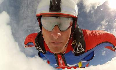 'James Bond' Skydiver Dies In Alps Accident