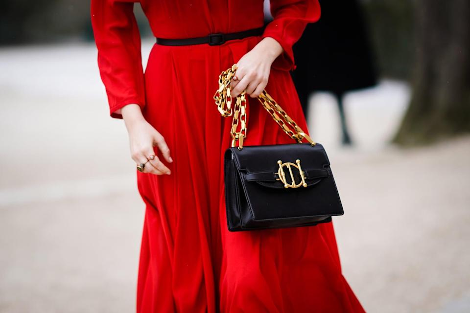 <p>Chain details make up the statement handbag trend that even minimalists can't help but love. What makes the style even more fun is the various ways it can be presented, from Olga Berg's simple chain strap and Rosantica's extravagant draping to JW Anderson's incorporation of the design element, defining it as the center of attention.</p>