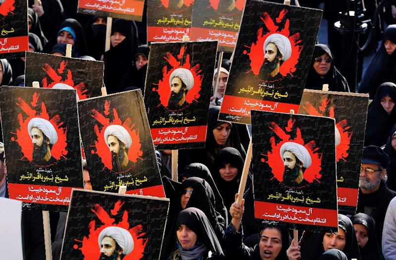 Iranian women gather during a demonstration in the capital Tehran on January 4, 2016 against the execution of prominent Shiite Muslim cleric Nimr al-Nimr by Saudi authorities (AFP Photo/Atta Kenare)