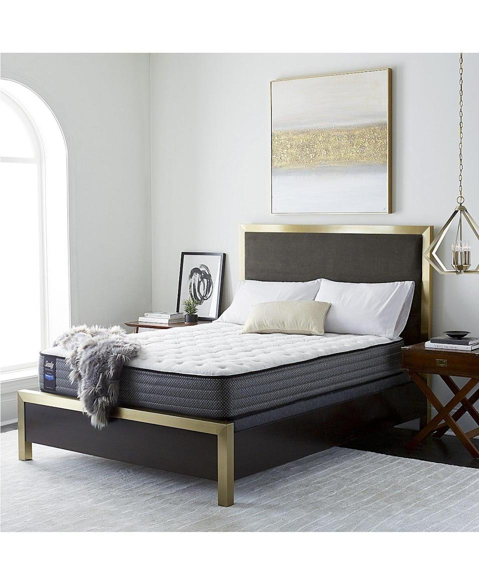 "<h3><a href=""https://www.macys.com/shop/for-the-home/home-sale-clearance/Price_discount_range/20_PERCENT_%20off%20%26%20more?id=24294"" rel=""nofollow noopener"" target=""_blank"" data-ylk=""slk:Macy's"" class=""link rapid-noclick-resp"">Macy's</a></h3> <br><strong>Sale: </strong>Save 25%-60% summer styles, plus an extra 10% or 15% off select items with special code<br><br><strong>Dates: </strong>Now - July 5<br><br><strong>Promo Code: </strong>FOURTH<br><br><strong>Sealy</strong> Posturepedic Chase Pointe Firm Mattress Set, $, available at <a href=""https://go.skimresources.com/?id=30283X879131&url=https%3A%2F%2Fwww.macys.com%2Fshop%2Fproduct%2Fsealy-posturepedic-chase-pointe-ltd-11-cushion-firm-mattress-set-queen%3FID%3D4477341"" rel=""nofollow noopener"" target=""_blank"" data-ylk=""slk:Macy's"" class=""link rapid-noclick-resp"">Macy's</a><br><br><br><br><br>"