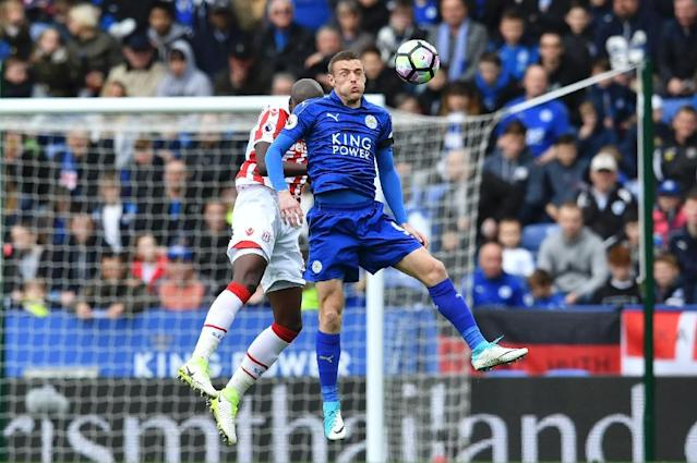 Leicester City's English striker Jamie Vardy (R) heads the ball during their English Premier League football match against Stoke City in Leicester on April 1, 2017. (AFP Photo/Ben STANSALL)