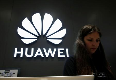 White House to host meeting with tech executives on Huawei ban - sources