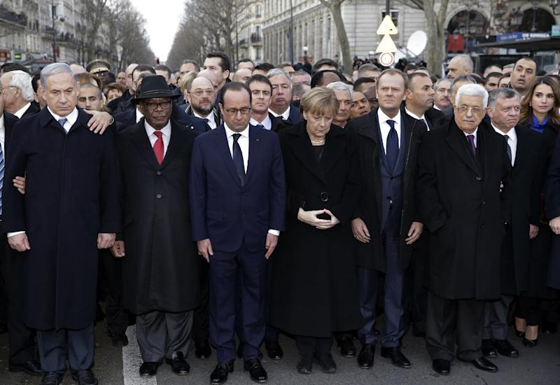 French President Francois Hollande observes a minute of silence surrounded by heads of state including Mali's President Ibrahim Boubacar Keita (2L) and King Abdullah II of Jordan (2R) at a solidarity march in Paris on January 11, 2015 (AFP Photo/Philippe Wojazer)
