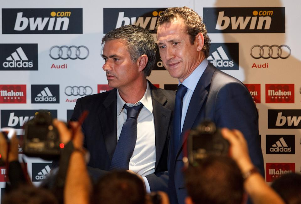 MADRID, SPAIN - MAY 31:  Real Madrid's new coach Jose Mourinho (L) and Jorge Valdano, general director of Real Madrid, pose during a press conference at Estadio Santiago Bernabeu on May 31, 2010 in Madrid, Spain.  (Photo by Angel Martinez/Getty Images)