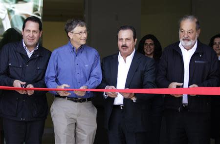 Slim, Gates, Avila and Martinez cut the ribbon during the inauguration of a new research facility at the International Maize and Wheat Improvement Center in Texcoco