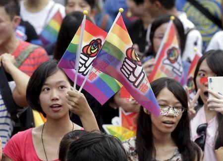 Participants take part in a rally demanding the Taiwanese government to legalize same-sex marriage in front of the ruling Nationalist Kuomintang Party headquarters in Taipei, Taiwan, July 11, 2015. REUTERS/Pichi Chuang