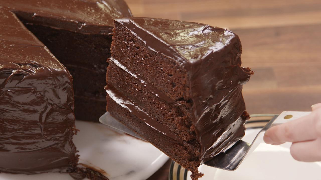 "<p>For a denser, richer chocolate cake, use Greek yogurt in place of butter or oil in the recipe. Sour cream works too, but it only has about 1/5th the protein. You can't taste the difference, but you'll definitely feel fuller for longer. </p><p><span><strong>Recipe: </strong><a rel=""nofollow"" href=""http://www.countryliving.co.uk/create/food-and-drink/how-to/a584/recipe-chocolate-mousse-cake/""><strong>Chocolate mousse cake</strong></a></span></p>"