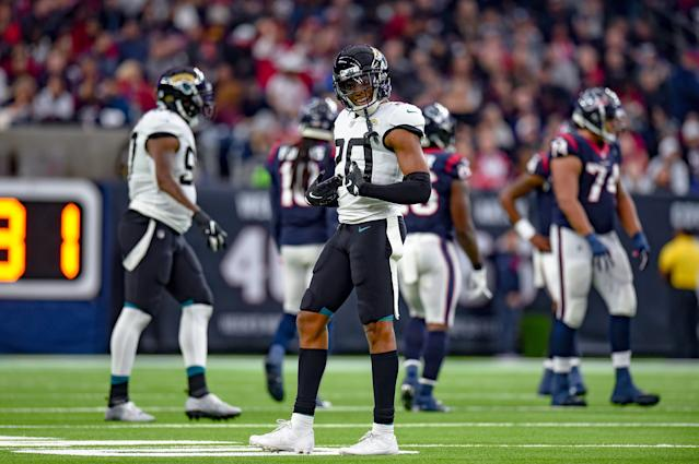 """The <a class=""""link rapid-noclick-resp"""" href=""""/nfl/teams/jacksonville/"""" data-ylk=""""slk:Jaguars"""">Jaguars</a> are not planning on trading away cornerback <a class=""""link rapid-noclick-resp"""" href=""""/nfl/players/29239/"""" data-ylk=""""slk:Jalen Ramsey"""">Jalen Ramsey</a> this offseason, and picked up his fifth-year option on Wednesday. (Daniel Dunn/Getty Images)"""