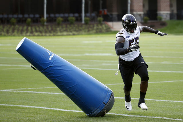 Baltimore Ravens linebacker Terrell Suggs runs a drill during an NFL football practice at the team's headquarters in Owings Mills, Md., Wednesday, June 13, 2018. (AP Photo/Patrick Semansky)