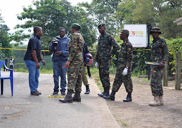 Police and journalists stand at the scene of a bomb attack on July 8, 2014 in Arusha, northern Tanzania (AFP Photo/Stringer)