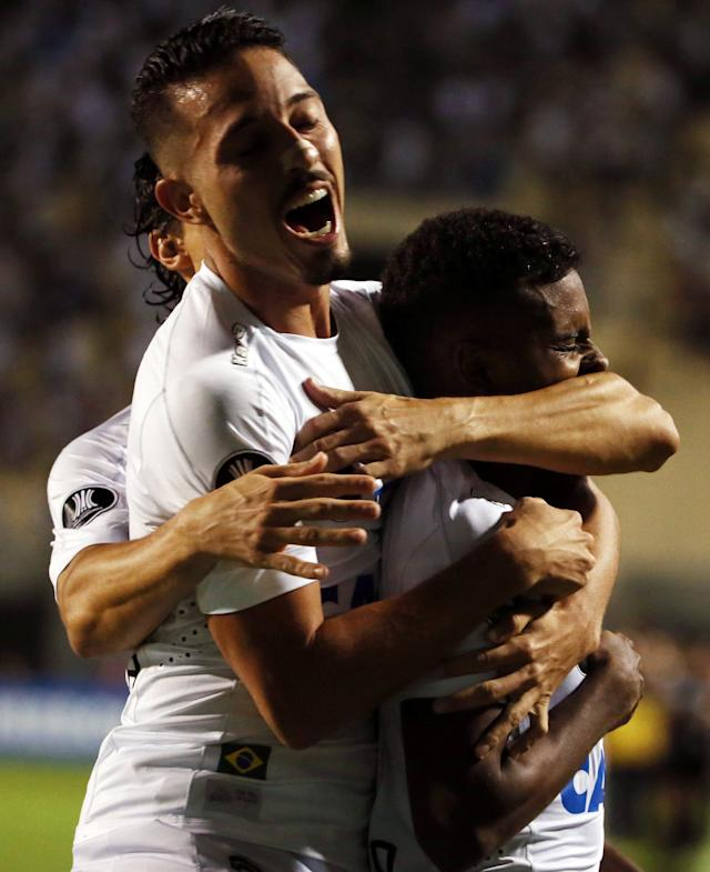 Soccer Football - Brazil's Santos v Uruguay's Nacional - Copa Libertadores - Pacaembu Stadium, Sao Paulo, Brazil - March 15, 2018. Rodrygo (R) of Santos is embraced by Jean Mota after scoring a goal. REUTERS//Paulo Whitaker