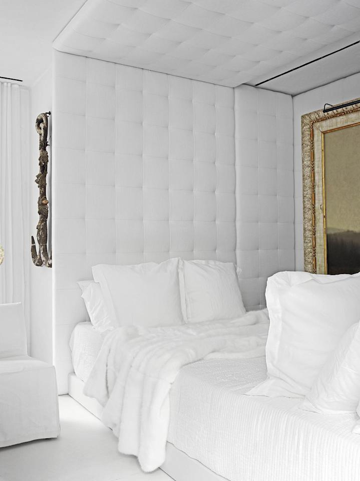 """<p>The white linen wall in the guest room of architect <a href=""""https://www.mcalpinehouse.com/"""" target=""""_blank"""">Bobby McAlpine's</a> Atlanta home allows the textured fabrics and artworks to shine. The artwork hanging above the bed is by <a href=""""http://www.gallerymarlowe.com/"""" target=""""_blank"""">Michael Marlowe</a>. </p>"""