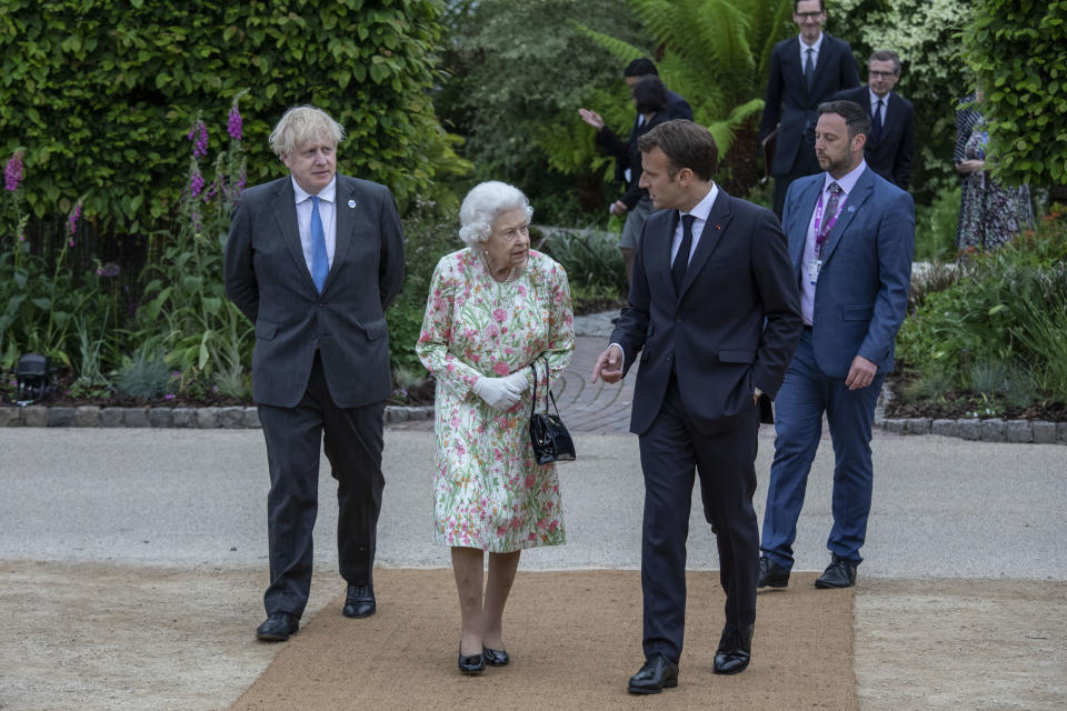 ST AUSTELL, ENGLAND - JUNE 11: French President Emmanuel Macron, Queen Elizabeth II, British Prime Minister Boris Johnson and United States President Joe Biden arrive at a drinks reception for Queen Elizabeth II and G7 leaders at The Eden Project during the G7 Summit on June 11, 2021 in St Austell, Cornwall, England. UK Prime Minister, Boris Johnson, hosts leaders from the USA, Japan, Germany, France, Italy and Canada at the G7 Summit. This year the UK has invited India, South Africa, and South Korea to attend the Leaders' Summit as guest countries as well as the EU. (Photo by Jack Hill - WPA Pool / Getty Images)