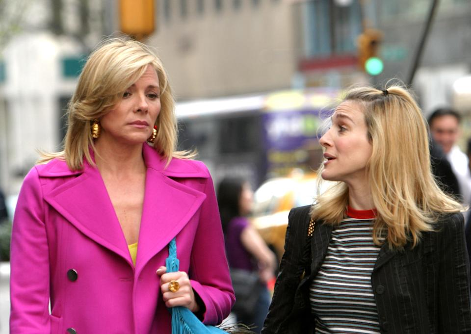 Kim Cattrall and Sarah Jessica Parker during Kim Cattrall and Sarah Jessica Parker On Location For Sex And The City at Saks Fifth Ave in New York, New York, United States. (Photo by James Devaney/WireImage)