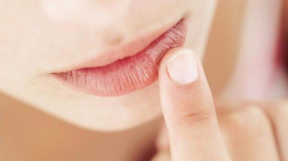 Effective home remedies to get relief from chapped lips