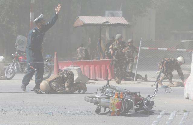 <p>Afghan security forces are seen at the site of a second blast in Kabul, Afghanistan April 30, 2018. (Photo: Omar Sobhani/Reuters) </p>