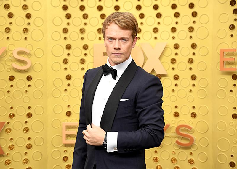 """Game of Thrones"" star Alfie Allen pairs black tie with a sporty watch. (Photo: Getty FilmMagic)"