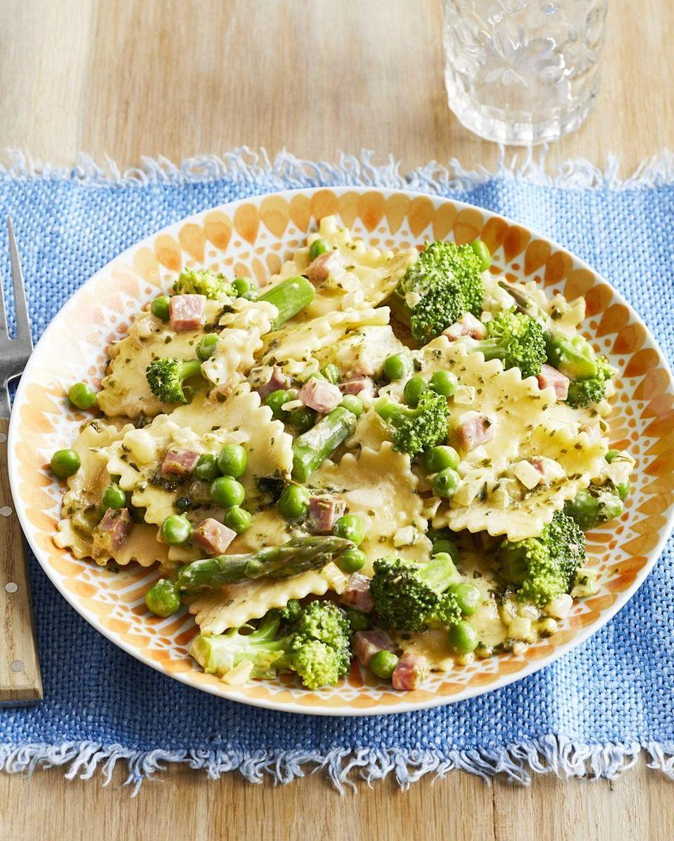 "<p>Anything with peas feels like springtime on a plate, and this ravioli dish is no exception. It's hearty enough to work as a main, but can also be served as a side.</p><p><strong><a href=""https://www.thepioneerwoman.com/food-cooking/recipes/a32403902/ravioli-primavera-recipe/"" rel=""nofollow noopener"" target=""_blank"" data-ylk=""slk:Get the recipe"" class=""link rapid-noclick-resp"">Get the recipe</a>.</strong></p><p><strong><a class=""link rapid-noclick-resp"" href=""https://go.redirectingat.com?id=74968X1596630&url=https%3A%2F%2Fwww.walmart.com%2Fsearch%2F%3Fquery%3Dcolander&sref=https%3A%2F%2Fwww.thepioneerwoman.com%2Ffood-cooking%2Fmeals-menus%2Fg35589850%2Fmothers-day-dinner-ideas%2F"" rel=""nofollow noopener"" target=""_blank"" data-ylk=""slk:SHOP COLANDERS"">SHOP COLANDERS</a></strong></p>"