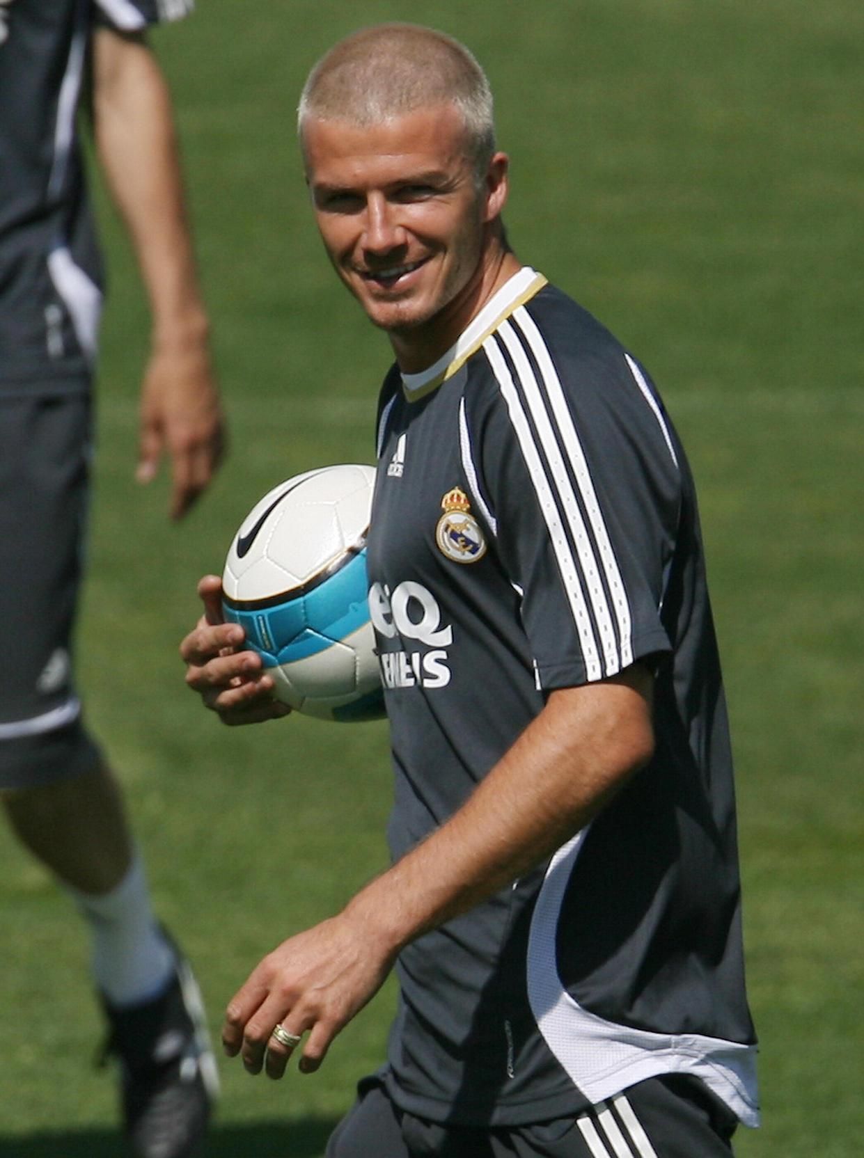 Madrid, SPAIN: Real Madrid's British midfielder David Beckham takes part in a training session in Madrid after cropping his recently dyed platinum blond hair, 10 May 2007. Beckham, who turned 32 last week, said he cut his hair because of the arrival of warm weather in the Spanish capital and he did not like his new look. AFP PHOTO/PHILIPPE DESMAZES (Photo credit should read PHILIPPE DESMAZES/AFP via Getty Images)