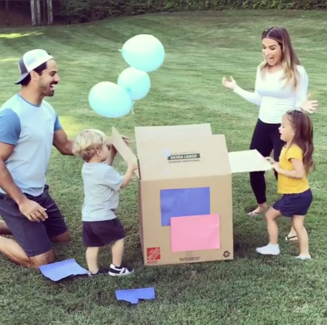 "<p>The singer and her hubby, football player Eric Decker, shared their gender reveal on Instagram Monday, letting followers know that a baby boy will be breaking the tie they currently have going on in their house with daughter Vivianne, 3, and son Eric, 2. The couple announced they were expecting earlirer this month. (Photo: <a href=""https://www.instagram.com/p/Ba4l_3eAqc-/?taken-by=jessiejamesdecker"" rel=""nofollow noopener"" target=""_blank"" data-ylk=""slk:Jessie James Decker via Instagram"" class=""link rapid-noclick-resp"">Jessie James Decker via Instagram</a>) </p>"