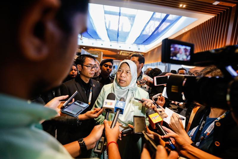 Zuraida had reportedly accused her party's disciplinary board of selective action in dismissing Zakaria and Ismail. — Picture by Sayuti Zainudin