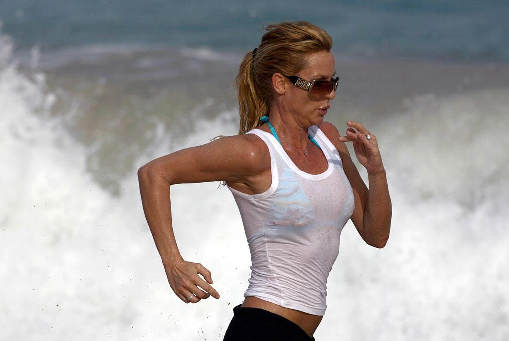 "The ""Desperate Housewives"" star even managed to get a few workouts in while vacationing in the Caribbean paradise. <a href=""http://www.x17online.com"" target=""new"">X17 Online</a> - December 27, 2007"