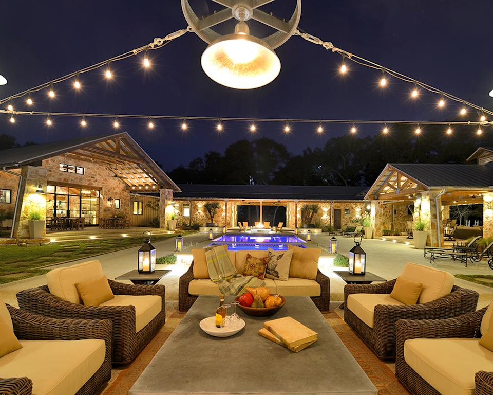 Ranch style house outdoors
