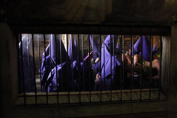 """Penitents from the """"San Francisco"""" brotherhood take part in a Holy Week procession in Quito April 2, 2010."""