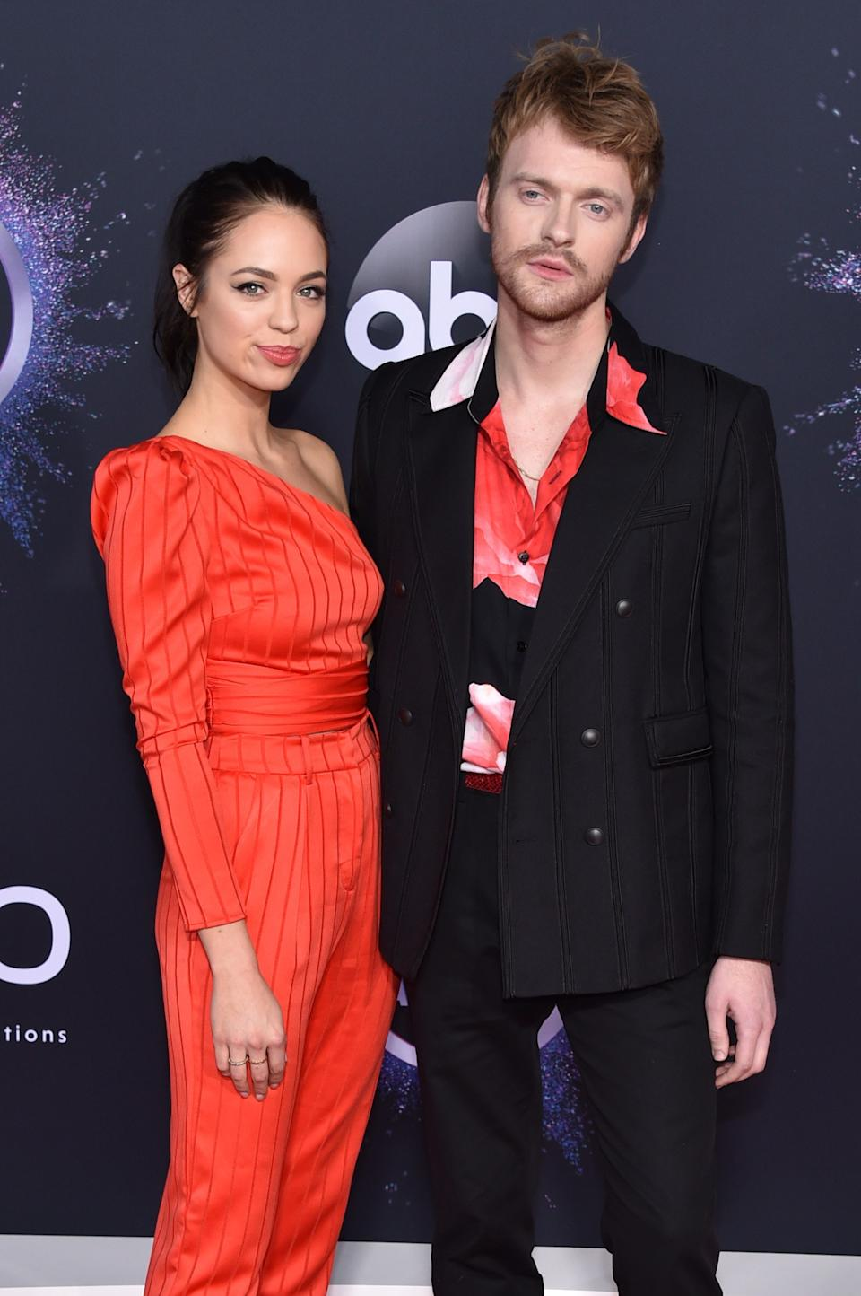 """<h1 class=""""title"""">Claudia Sulewski and Finneas O'Connell</h1><cite class=""""credit"""">Photo: Getty Images</cite>"""