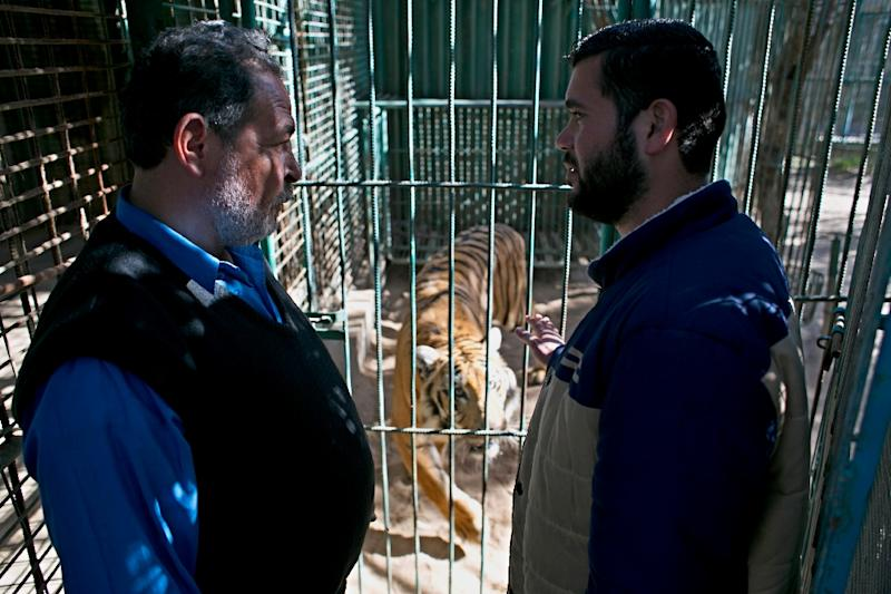 Zoo owner Mohammed Aweda (R) speaks with Jamal Saad at a zoo in Khan Yunis, in the southern Gaza Strip, on March 5, 2016 (AFP Photo/Said Khatib)
