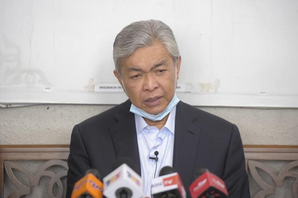Datuk Seri Ahmad Zahid Hamidi said Umno is neither weak or clueless but knows what it needs to know. ― Picture by Shafwan Zaidon