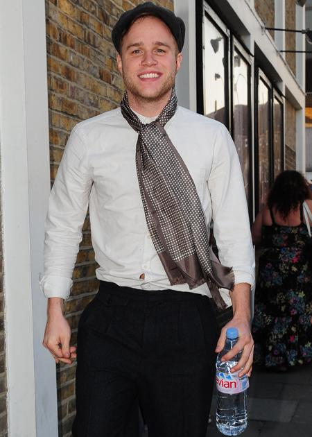 Olly Murs photos: Olly likes to rock the classic gent look and we're loving it!