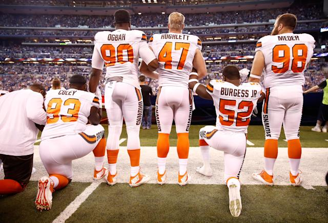 <p>Members of the Cleveland Browns stand and kneel during the national anthem before the game against the Indianapolis Colts at Lucas Oil Stadium on September 24, 2017 in Indianapolis, Indiana. (Photo by Andy Lyons/Getty Images) </p>