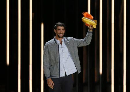 2017 Kids Choice Sport Awards – Show – Los Angeles, California, U.S., 13/07/2017 - Olympic swimmer Michael Phelps accepts the Legend Award. REUTERS/Mario Anzuoni